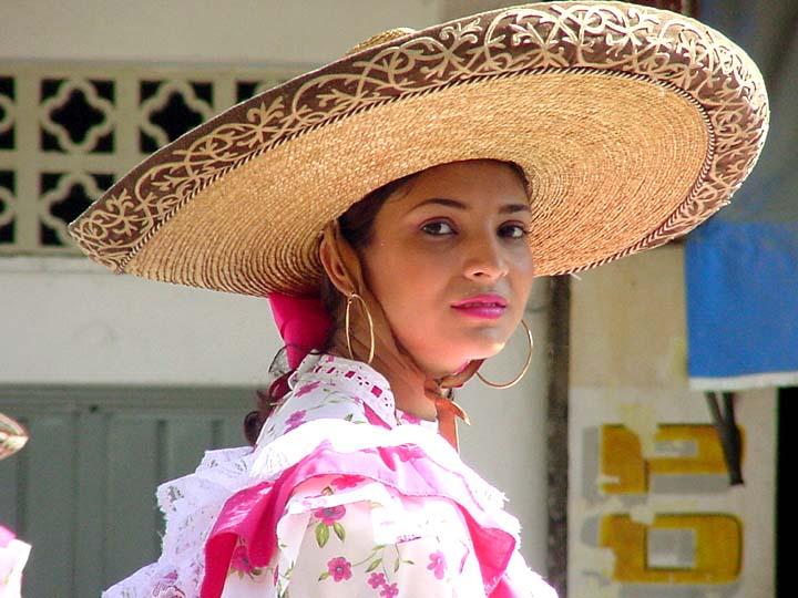 Picture mexican girl shooting bird — photo 14