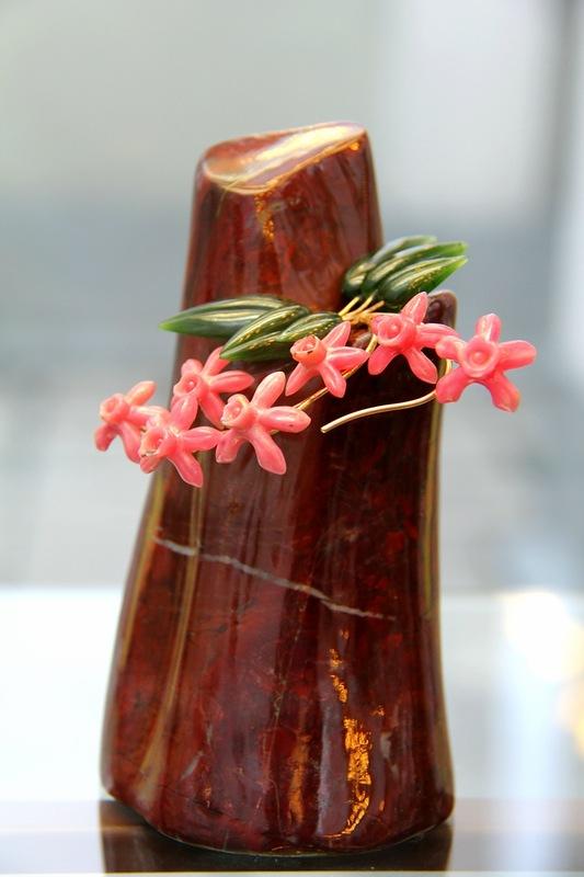 Орхидея Каттлея. В. Васильев. Яшма, нефрит, родонит